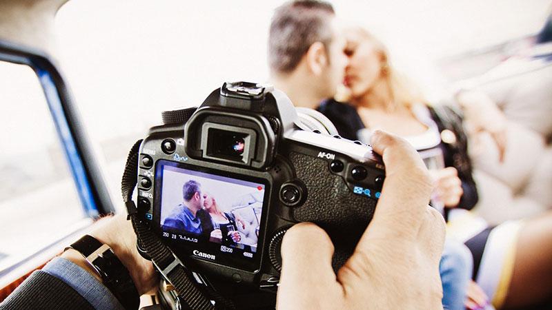 Зачем вам нужен профессиональный видеооператор на свадьбе?